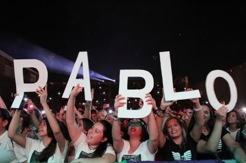 ¡Pablo se quedó sin palabras con nuestras letras gigantes!